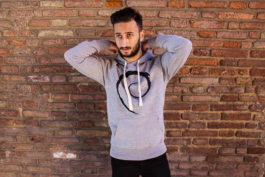 debian_hoodie_model_1